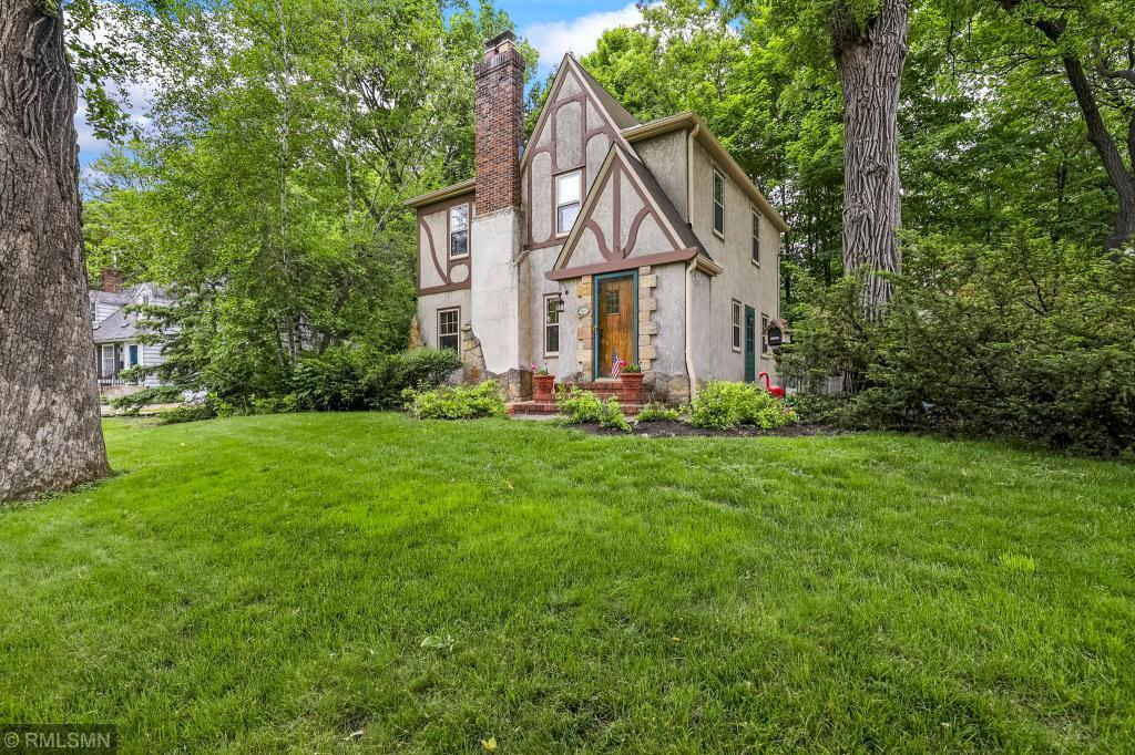 600 Pleasant Property Photo - Excelsior, MN real estate listing