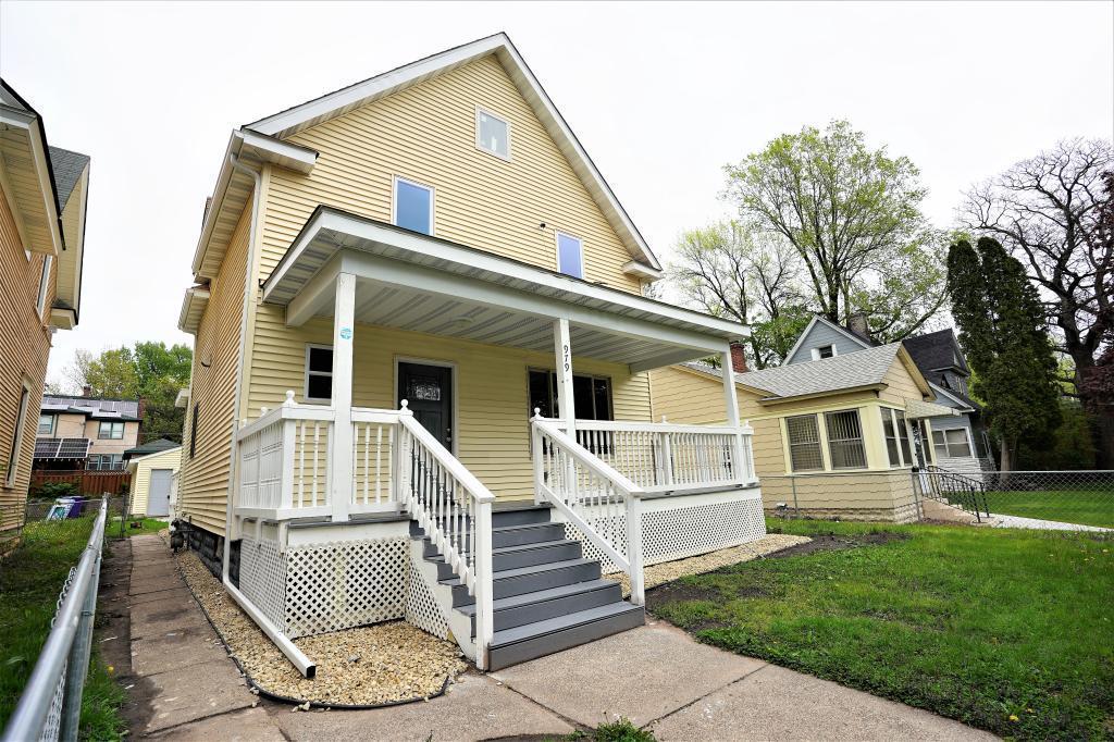 979 4th E Property Photo