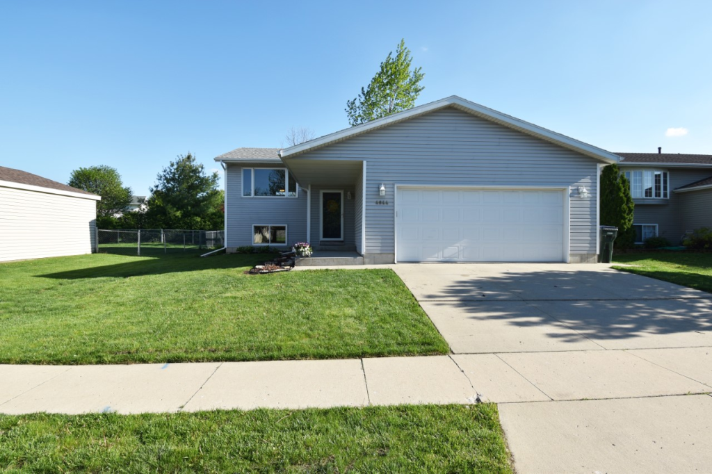 4844 11th NW Property Photo - Rochester, MN real estate listing