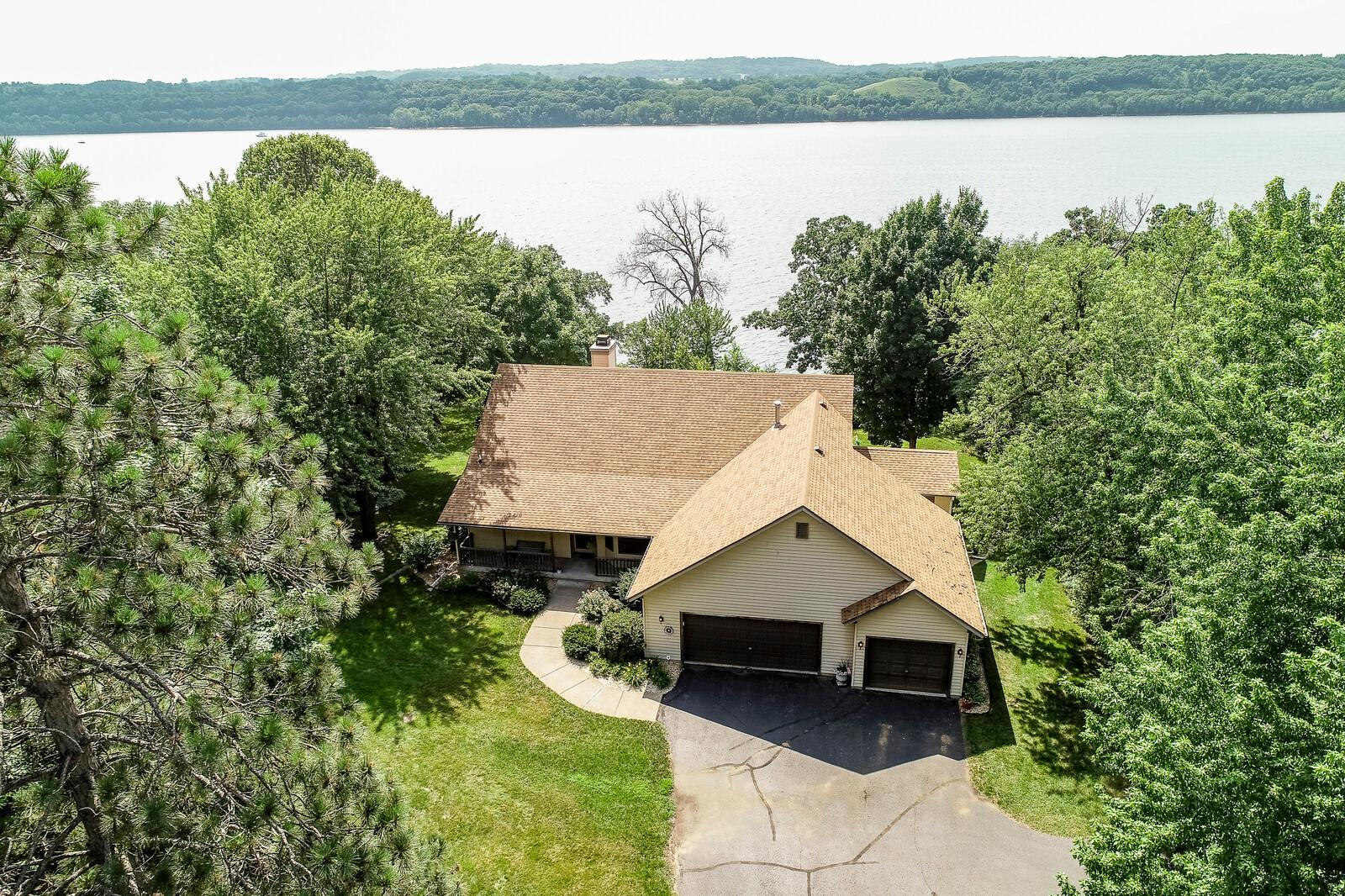 519 Galahad N Property Photo - Hudson, WI real estate listing