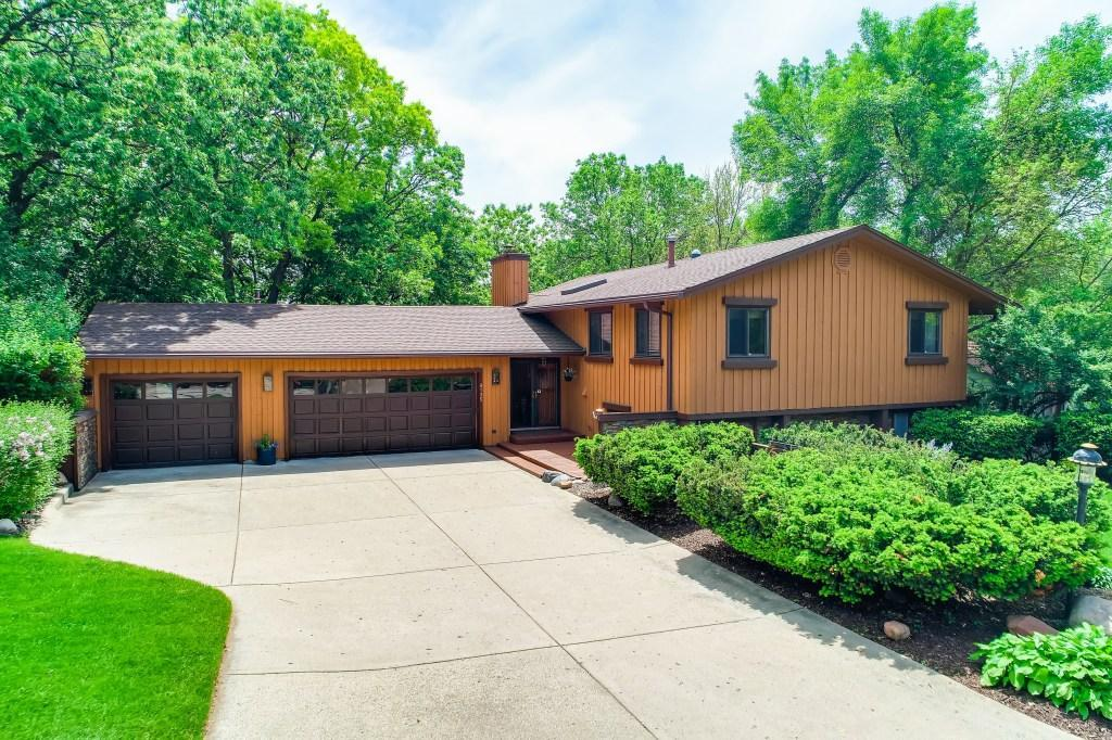9135 Forest Hills Circle Property Photo - Bloomington, MN real estate listing