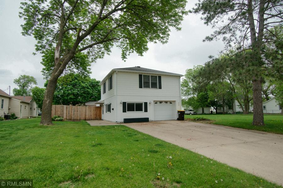 215 3rd Street SW Property Photo - Madelia, MN real estate listing