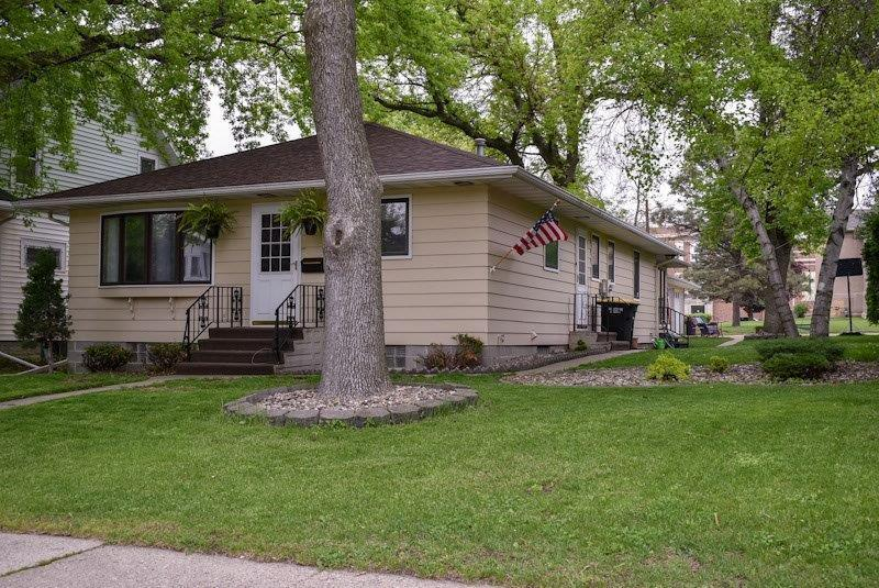 321 7th Street Property Photo - Blue Earth, MN real estate listing