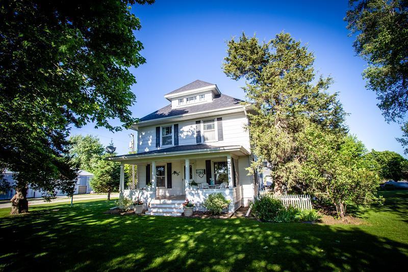 19577 Hickory Property Photo - Clear Lake, IA real estate listing