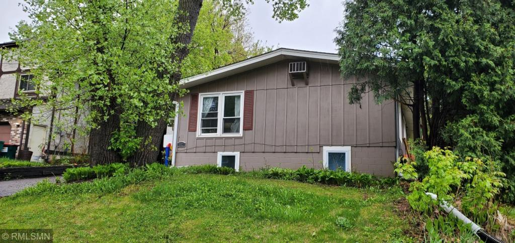 962 42 1/2 NE Property Photo - Columbia Heights, MN real estate listing