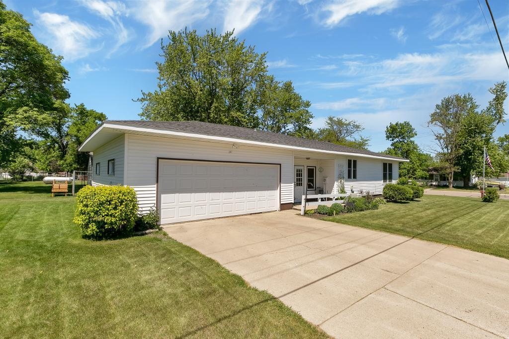 629 Oswald Avenue Property Photo - Belgrade, MN real estate listing