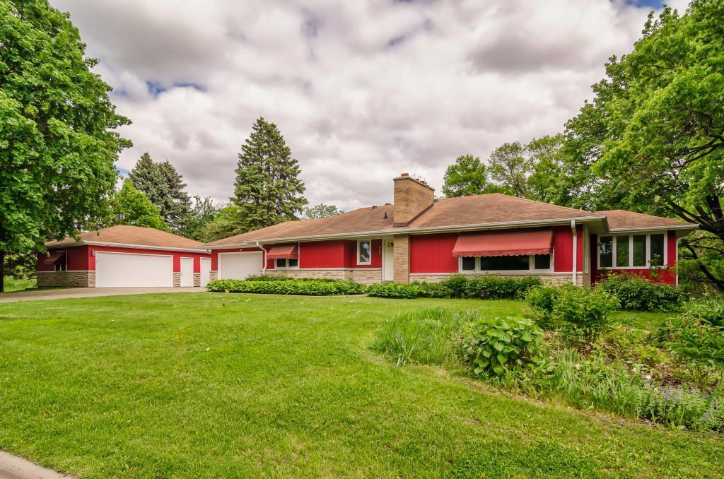 230 Crestview N Property Photo - Maplewood, MN real estate listing