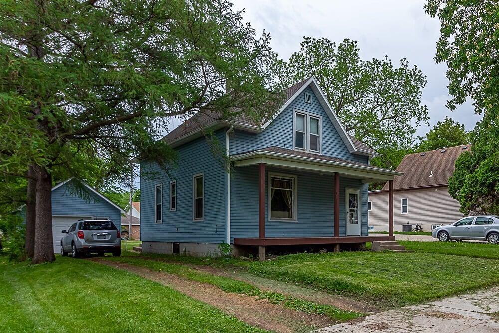 233 Park Property Photo - Le Center, MN real estate listing