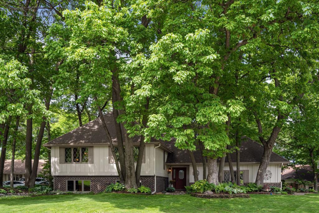 Amsden Ridge Real Estate Listings Main Image