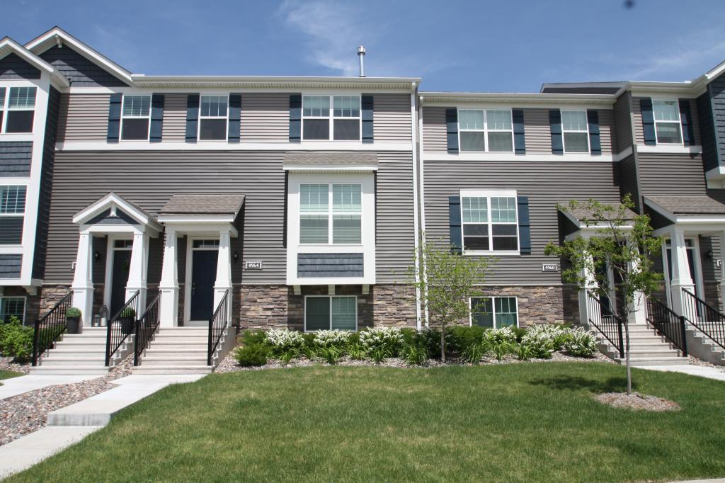 Amesbury Place Real Estate Listings Main Image