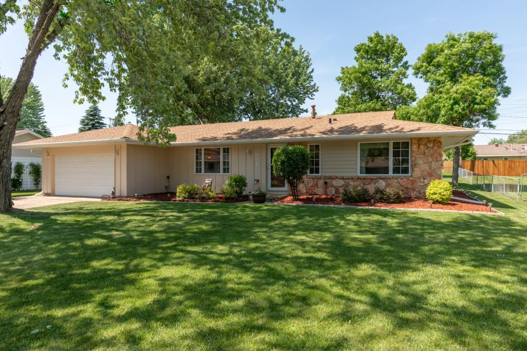 981 Oriole Property Photo - Apple Valley, MN real estate listing
