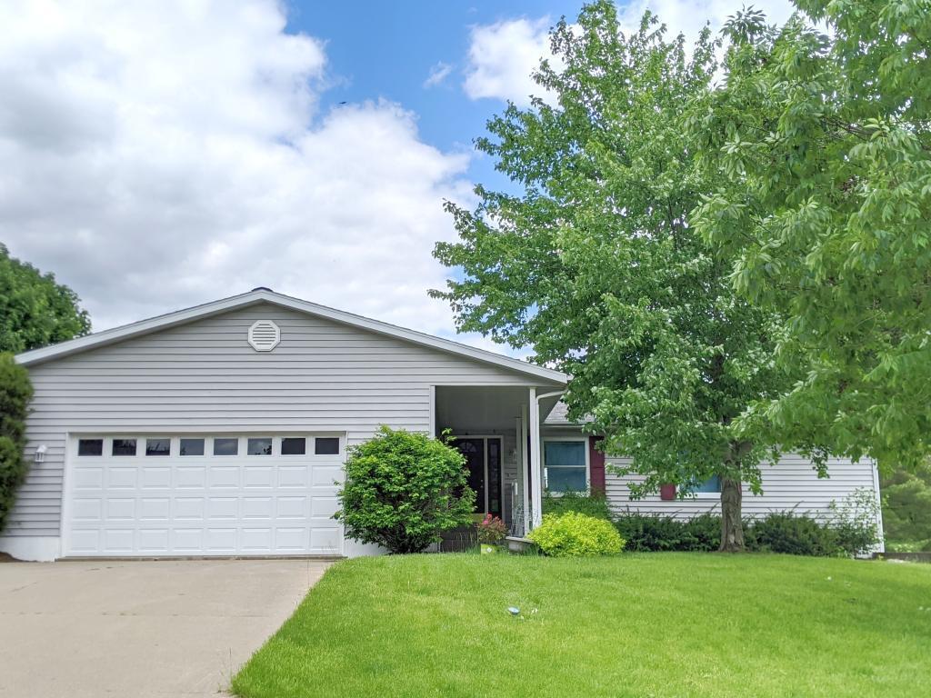 1513 Lone Oak Circle Property Photo - Fairfield, IA real estate listing