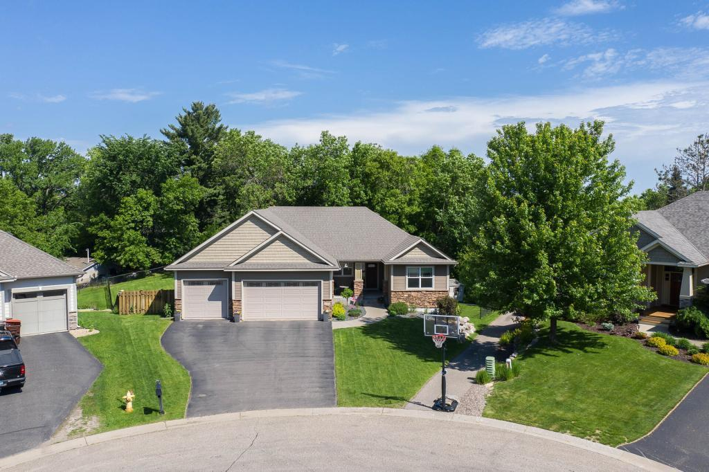 2322 Hoyt E Property Photo - Maplewood, MN real estate listing