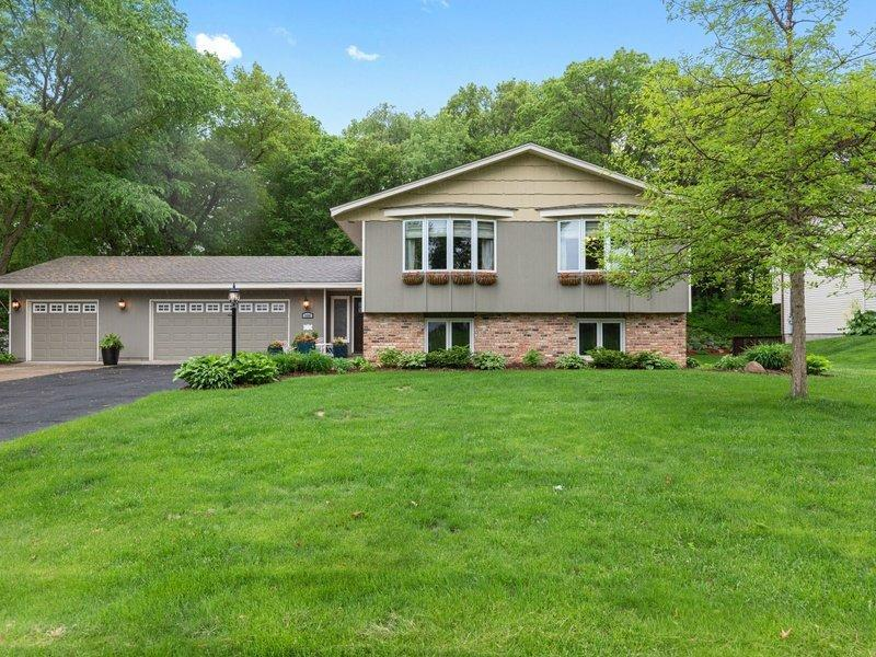1001 155th Property Photo - Burnsville, MN real estate listing