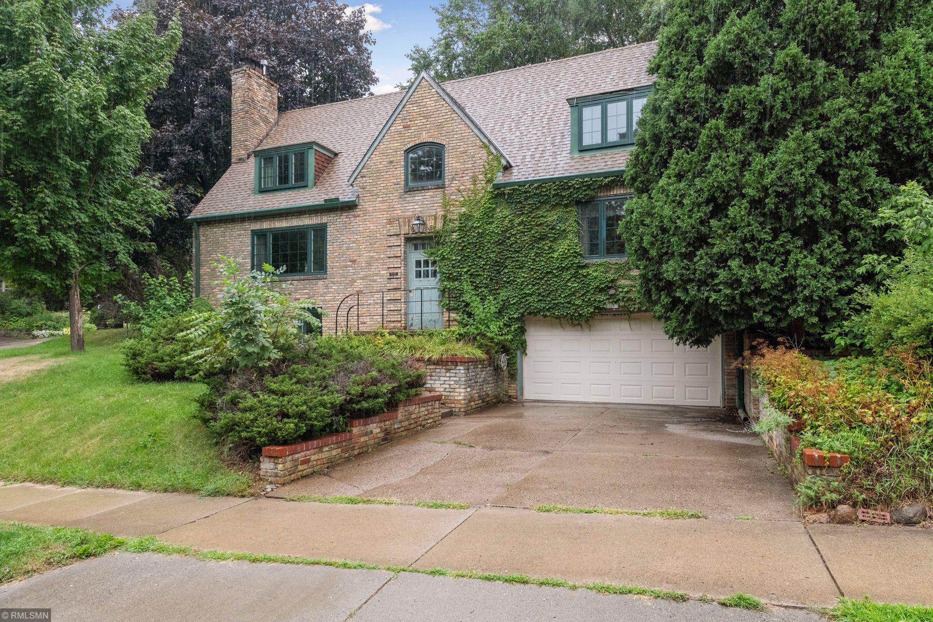 2225 Hoyt Avenue W Property Photo - Falcon Heights, MN real estate listing