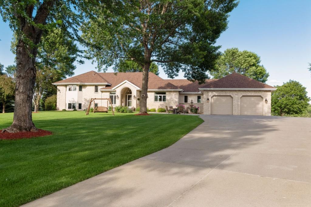 14025 Clearview Drive Property Photo - Shakopee, MN real estate listing