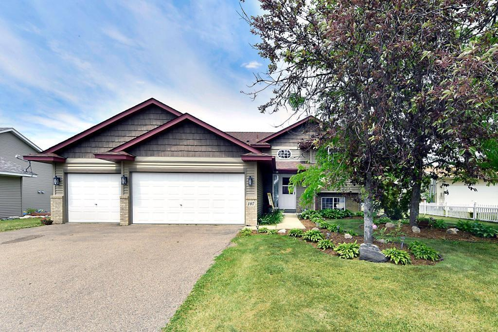 107 Charity Circle Property Photo - Montrose, MN real estate listing