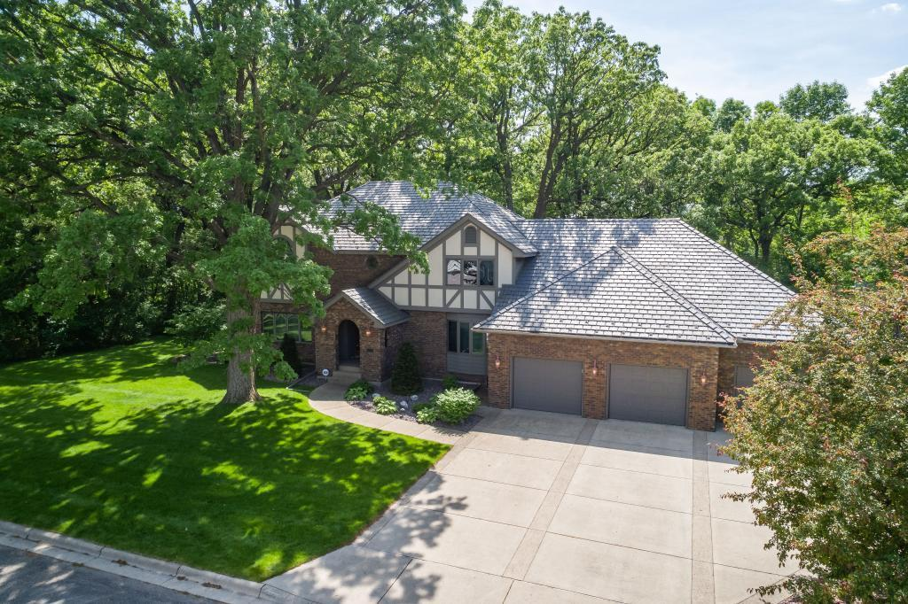 1240 Robinhood Lane SE Property Photo - Owatonna, MN real estate listing