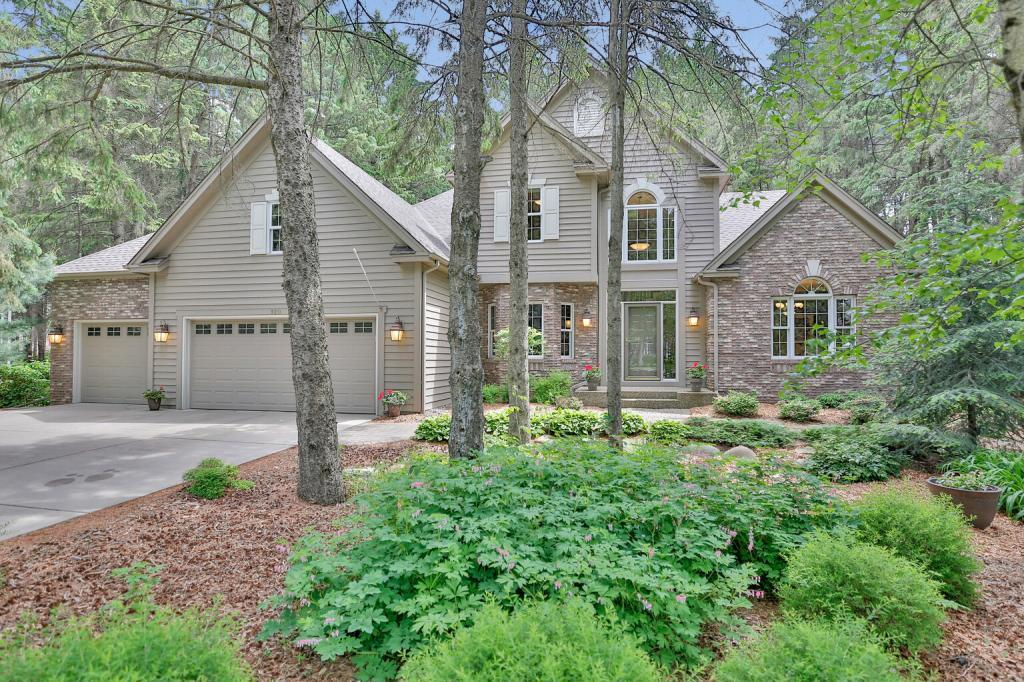 920 Sprucewood Property Photo - Mahtomedi, MN real estate listing