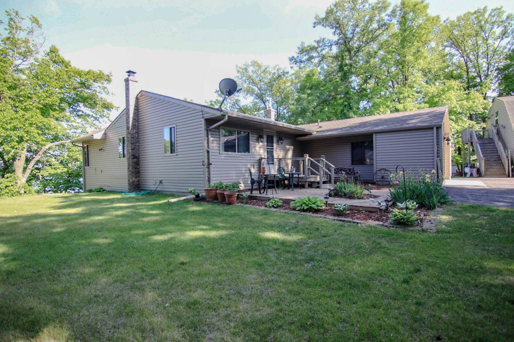 44042 Paul Lake Property Photo