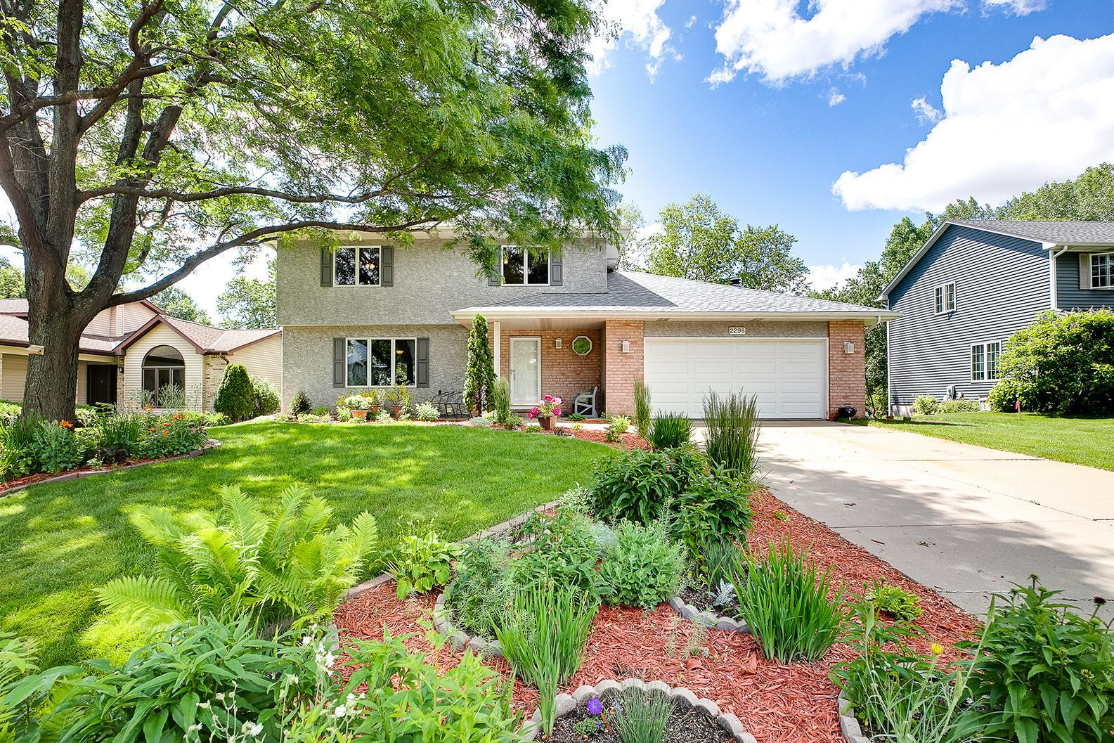 2298 Nebraska E Property Photo - Maplewood, MN real estate listing