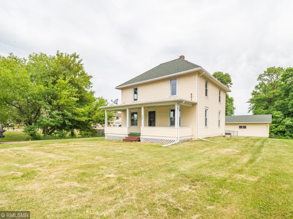 807 8th NE Property Photo - Buffalo, MN real estate listing
