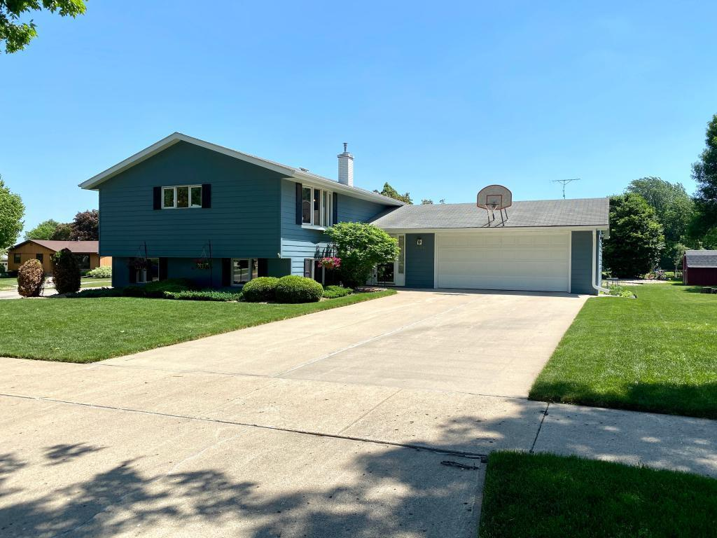 1626 Fairway Lane Property Photo - Worthington, MN real estate listing