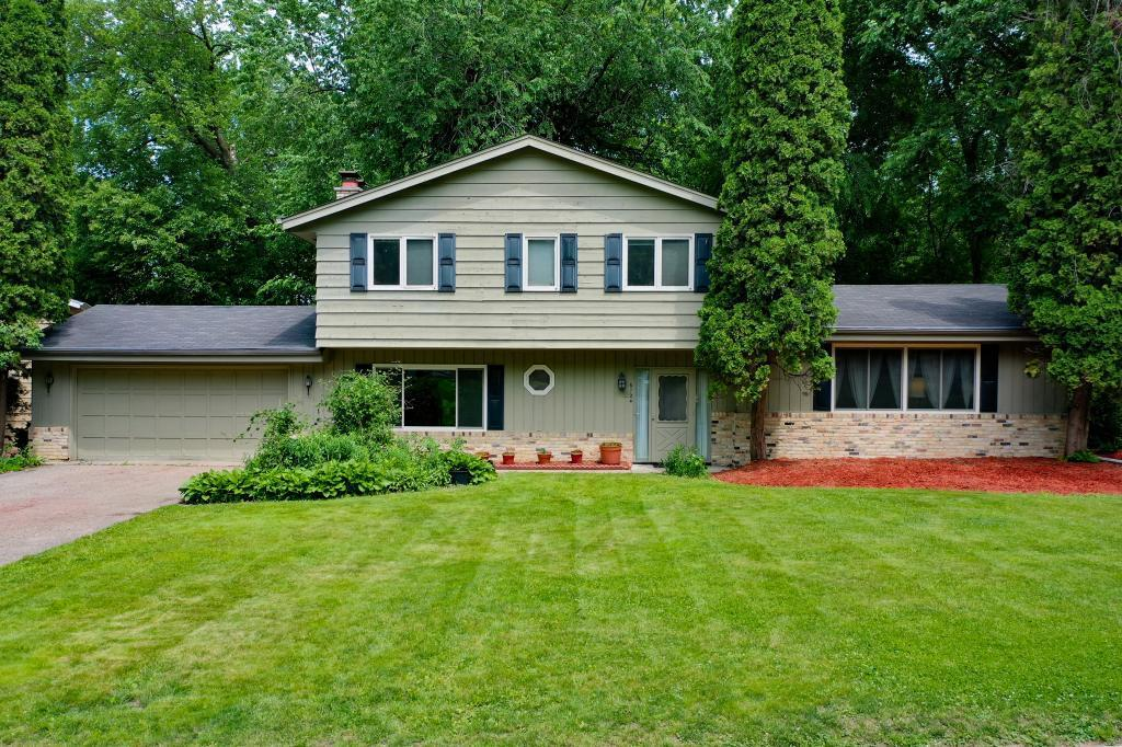 6124 104th Property Photo - Bloomington, MN real estate listing