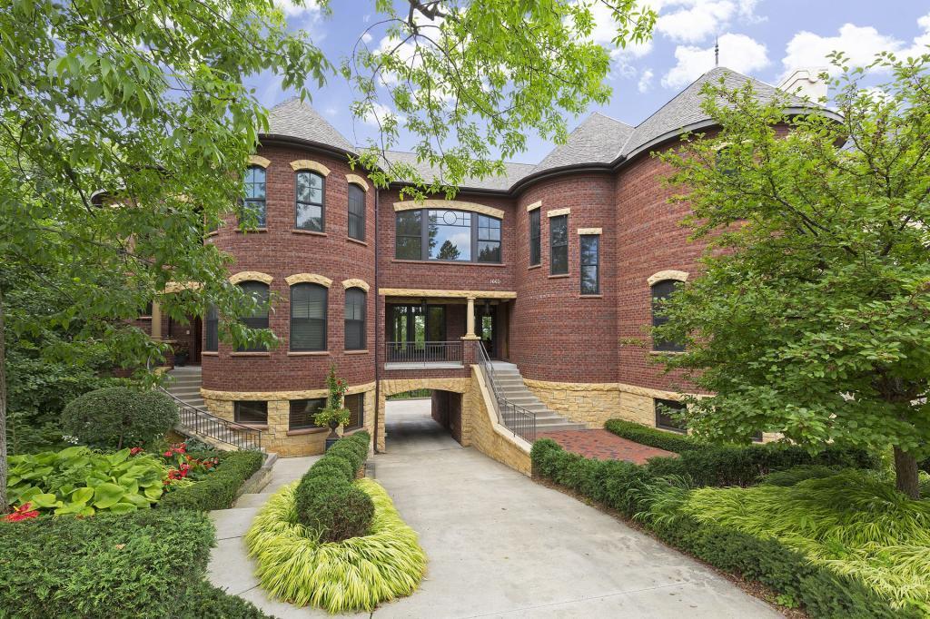 1640 Kenwood Parkway Property Photo