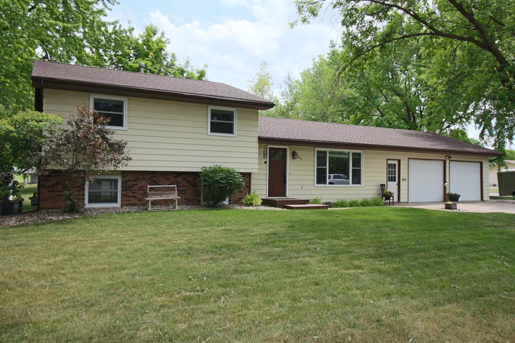 401 S 2nd Street Property Photo - Olivia, MN real estate listing