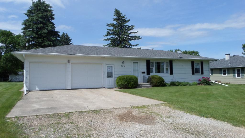 509 8th Property Photo - Gladbrook, IA real estate listing