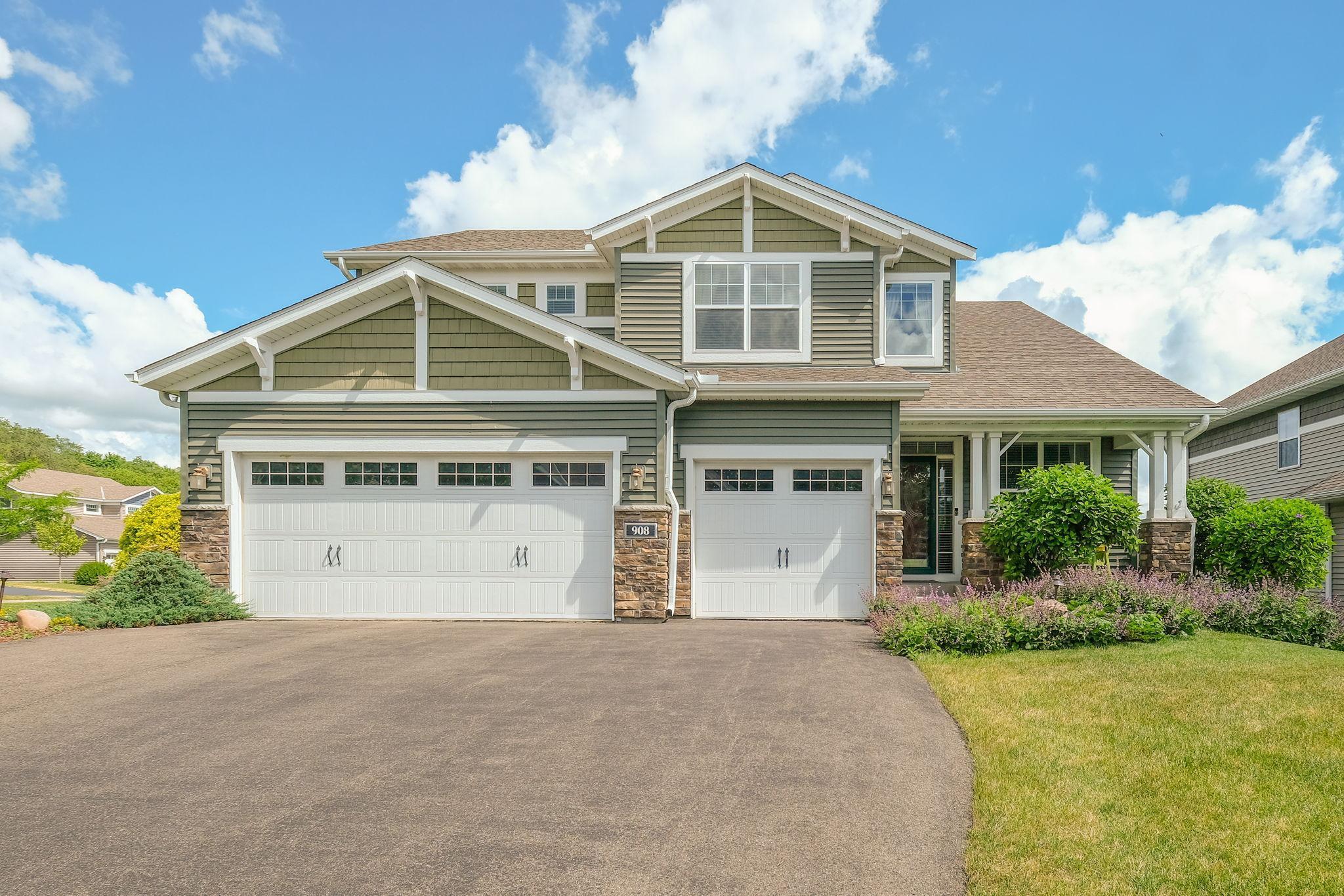 908 Oakmont Lane Property Photo - Waconia, MN real estate listing