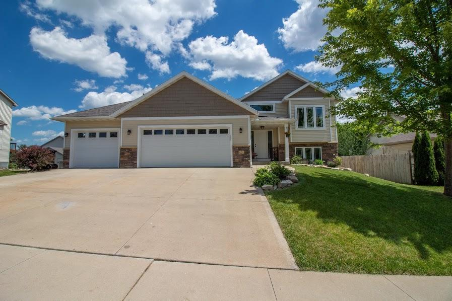 424 Manor Ridge NW Property Photo - Rochester, MN real estate listing