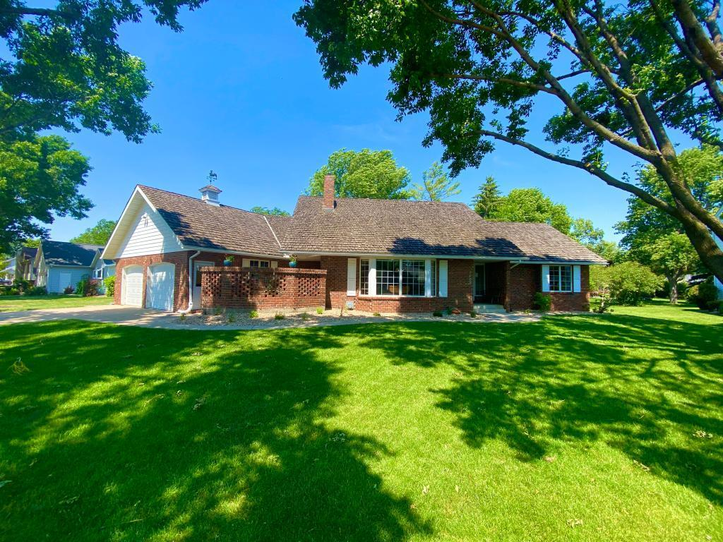 1402 Pinehurst Property Photo - Marshall, MN real estate listing