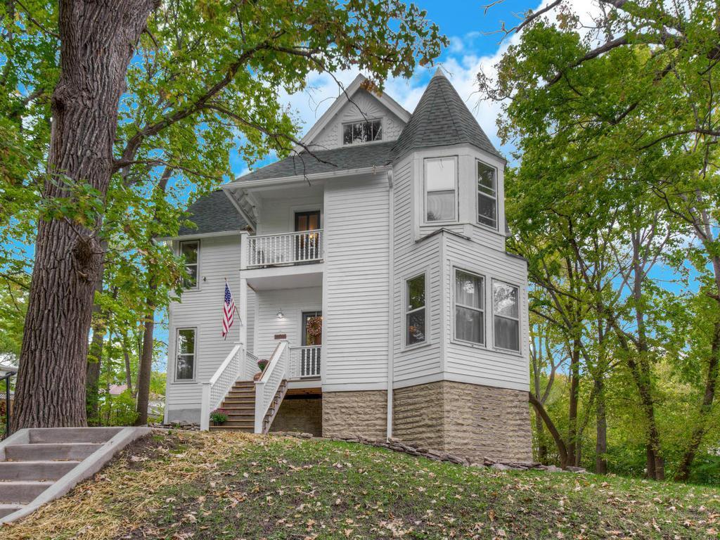 1522 Hillside N Property Photo - Minneapolis, MN real estate listing