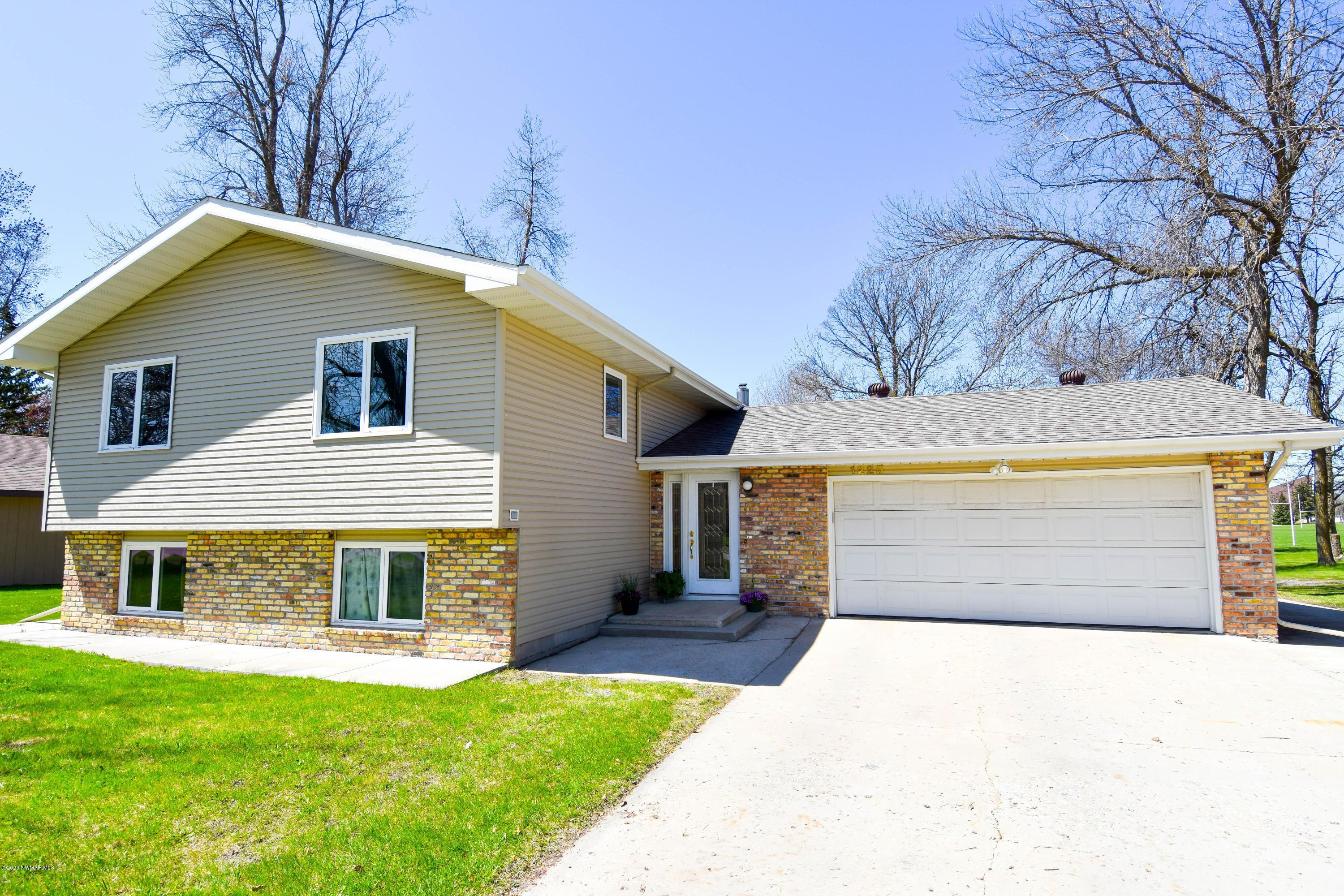 1225 Edgewood Property Photo - Thief River Falls, MN real estate listing