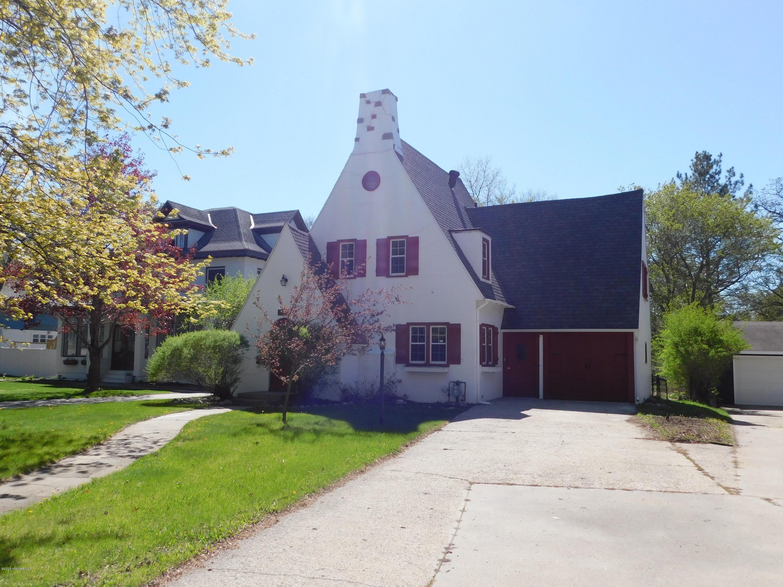 1136 Summit Property Photo - Detroit Lakes, MN real estate listing