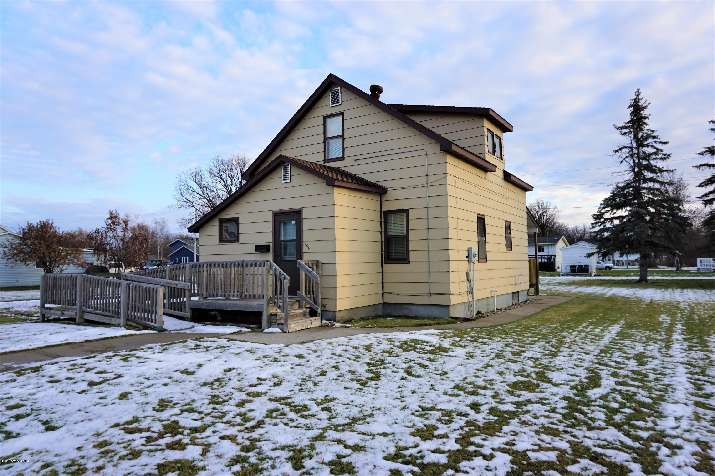 804 2nd NE Property Photo - Roseau, MN real estate listing