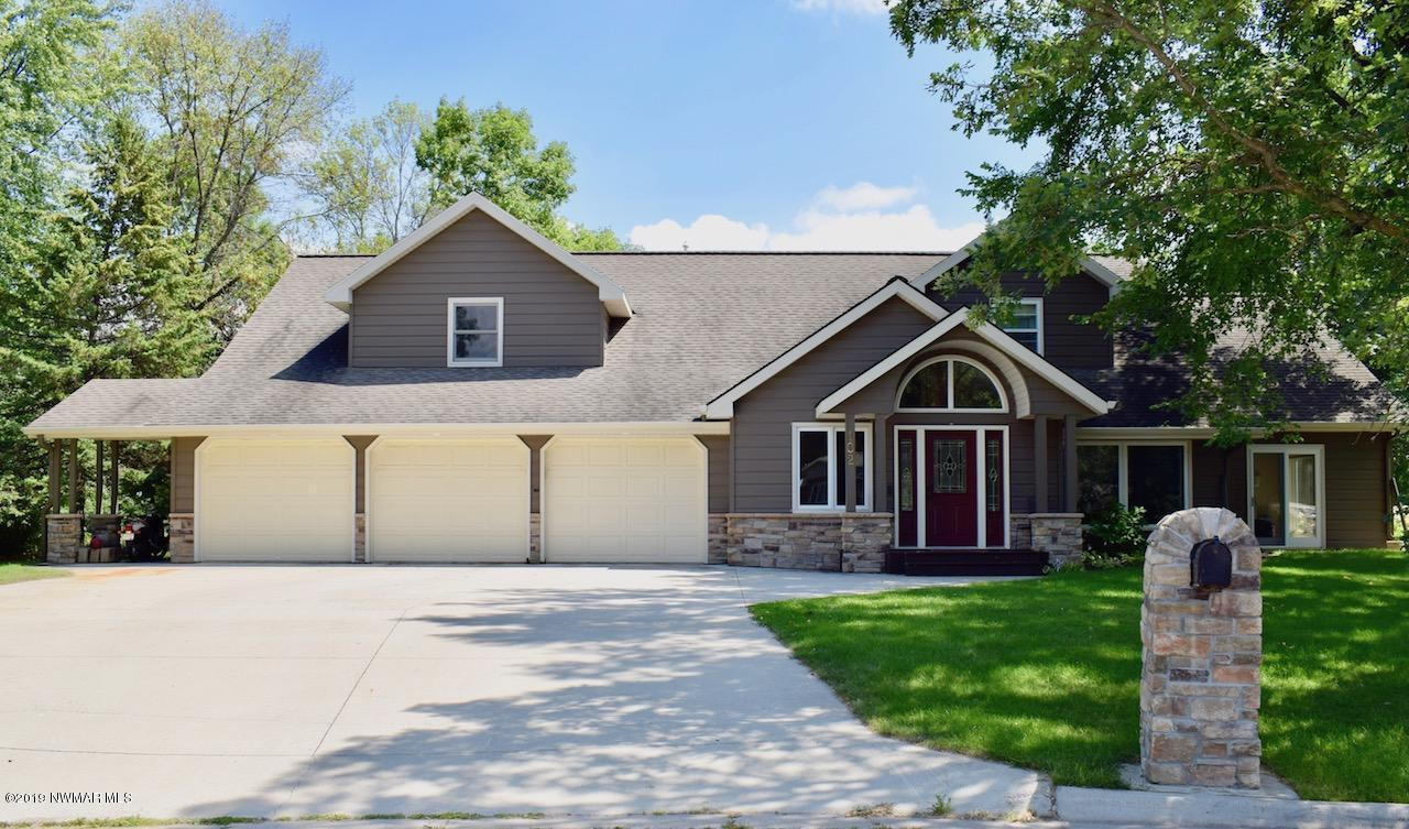 102 Kenwood Property Photo - Thief River Falls, MN real estate listing