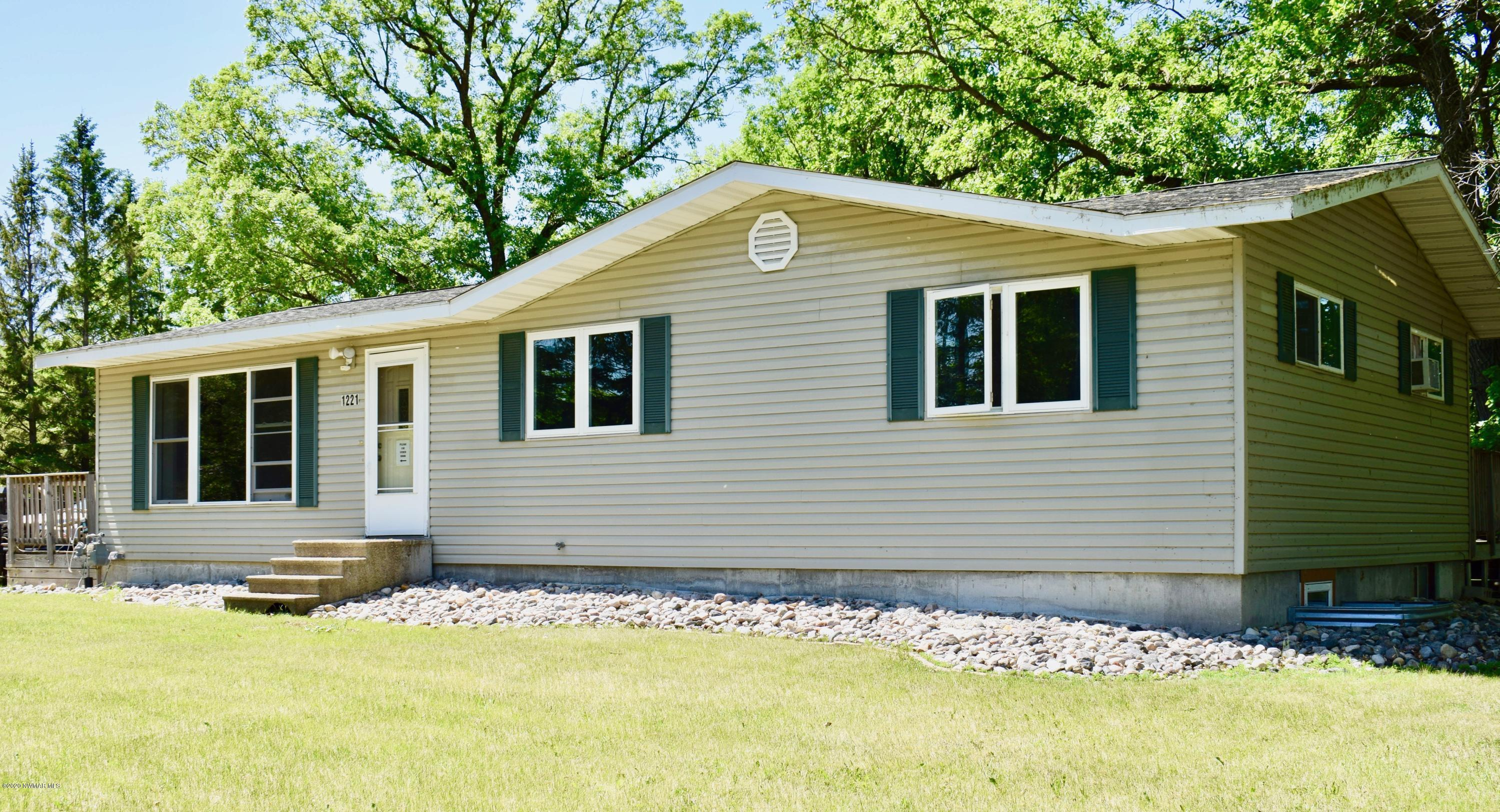 1221 Riverdale Property Photo - Thief River Falls, MN real estate listing