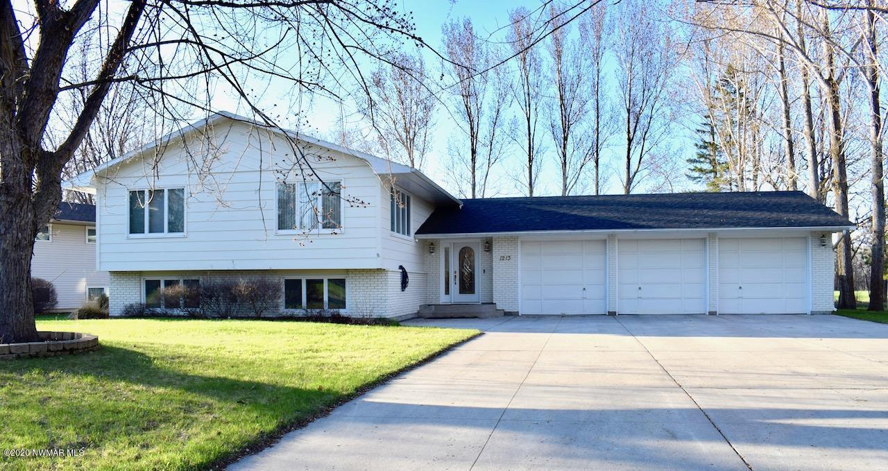 1213 Edgewood Property Photo - Thief River Falls, MN real estate listing