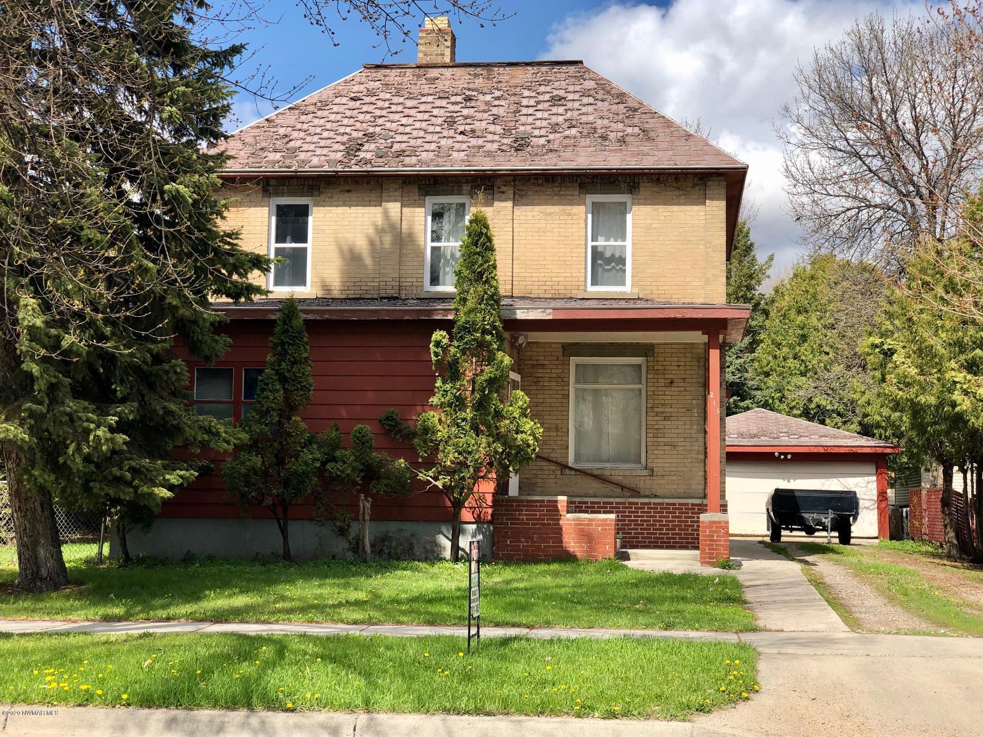 215 5th E Property Photo - Crookston, MN real estate listing