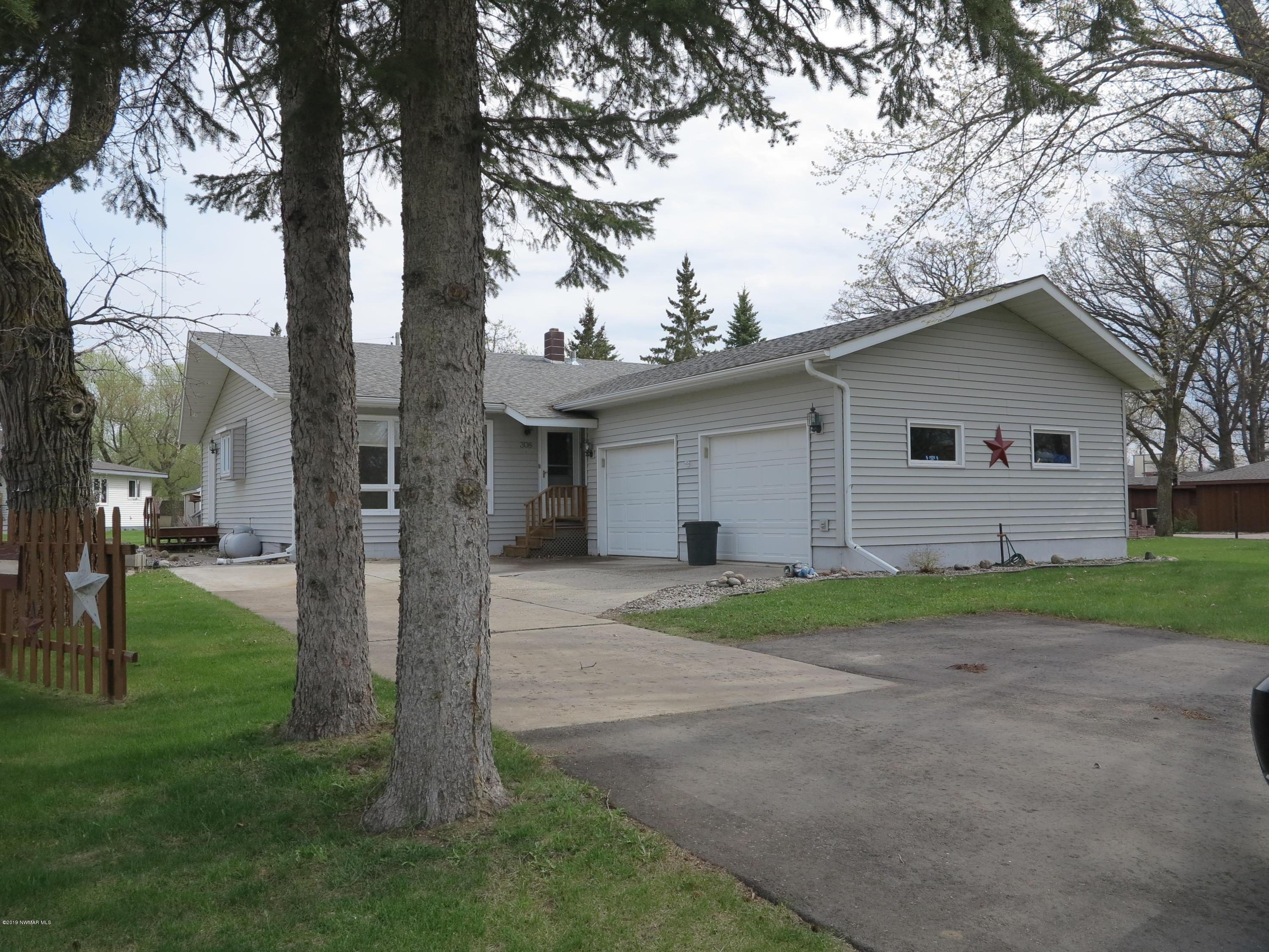 308 Cleveland W Property Photo - Karlstad, MN real estate listing