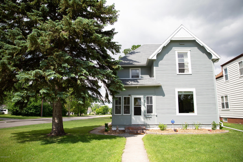 124 Hubbard S Property Photo - Crookston, MN real estate listing
