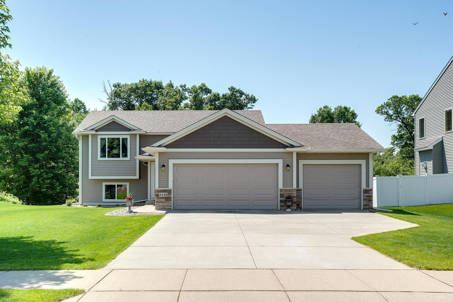 5140 Woodland Court Property Photo