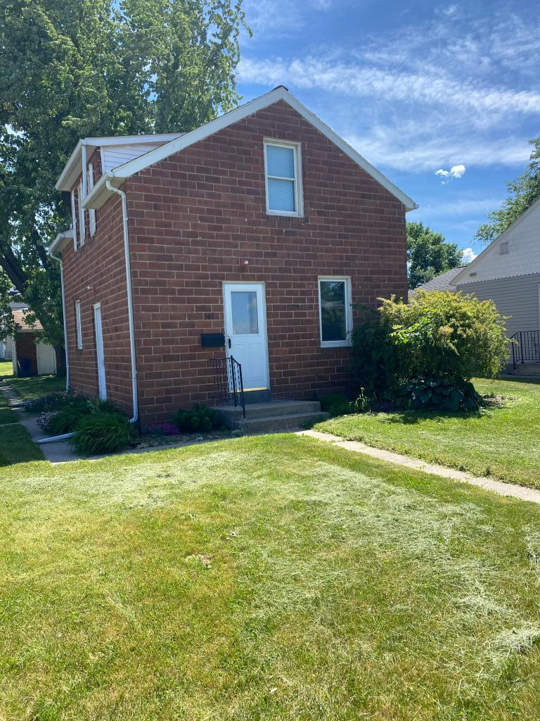 501 Van Dusen Property Photo - Springfield, MN real estate listing