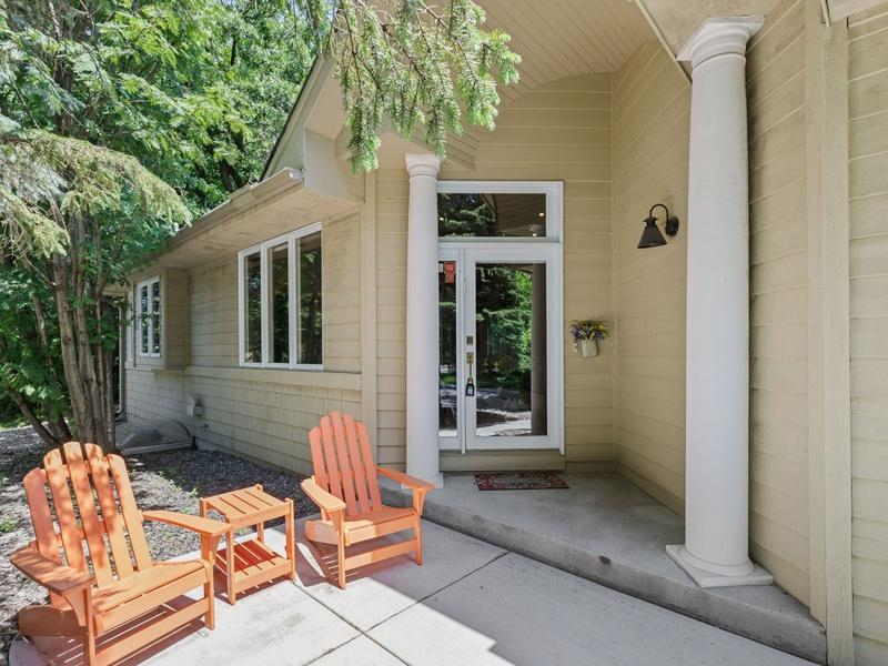 11998 Saint Albans Hollow Drive Property Photo - Minnetonka, MN real estate listing