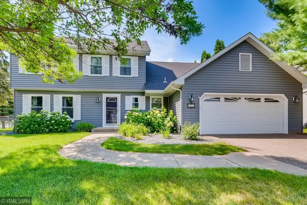 323 Wedgewood Property Photo - Mahtomedi, MN real estate listing