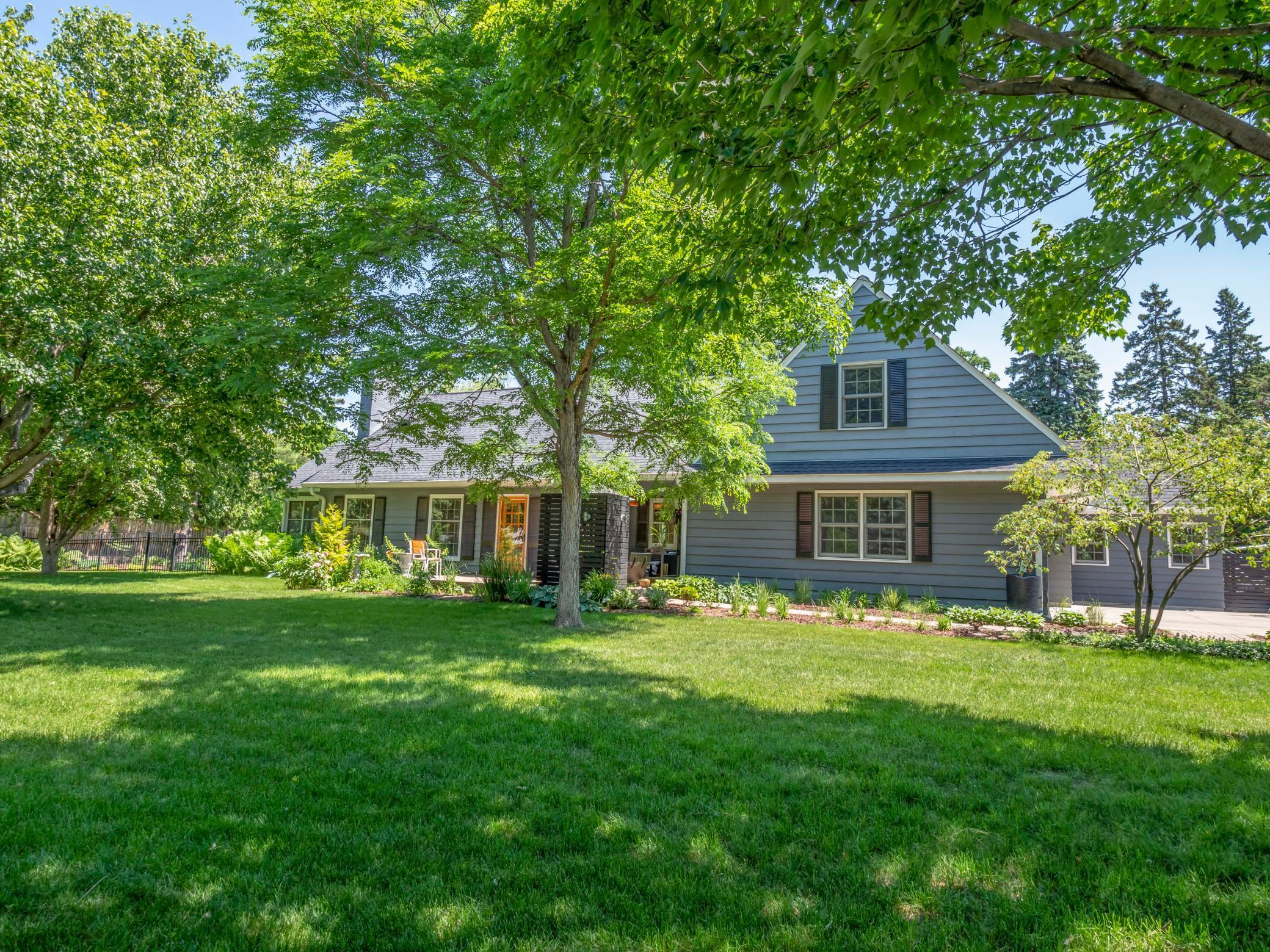 208 Paisley Lane Property Photo - Golden Valley, MN real estate listing