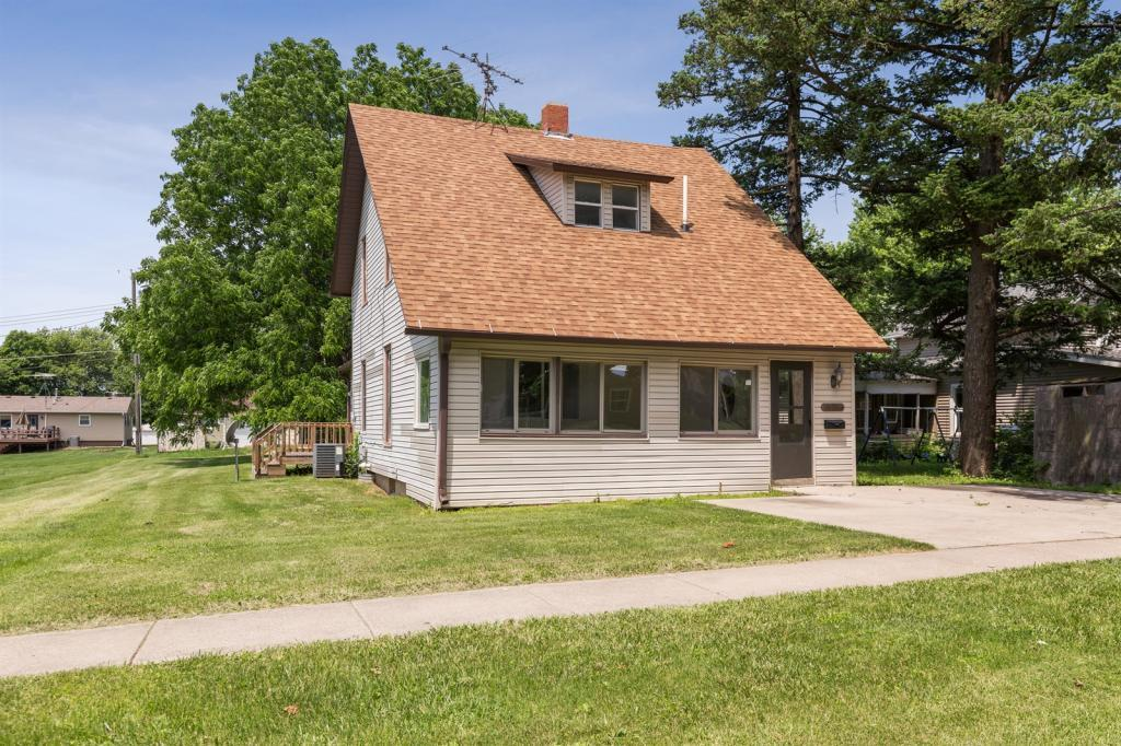 521 Spring Property Photo - Grinnell, IA real estate listing